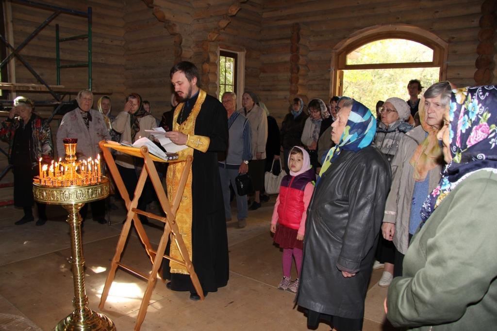 первый молебен в храме